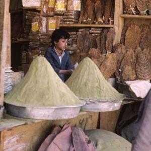 Farine de fenugrec ħilbah (Trigonella foenum-graecum) et feuilles de tabac, culture emblématique du Yémen (Sanaa)