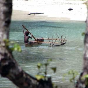 En pagayant sur le lagon (Hiw)