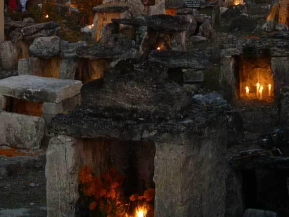 La Fiesta de los Muertos (Santa María Ixcatlán)