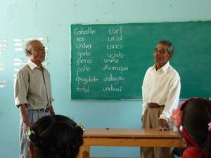 Enseignement de l'ixcatèque à Santa María Ixcatlán