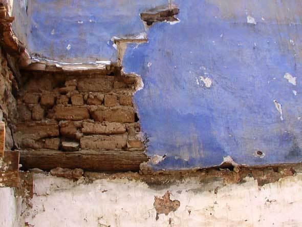 Démolir les maisons, oublier la langue (Liti)