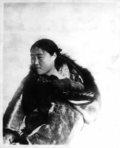 Femme inuit et son bébé (Nunavut)